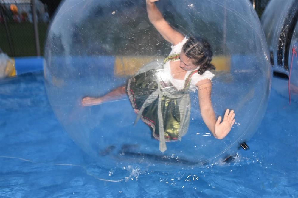 Walk on Water Ball im Dirndl