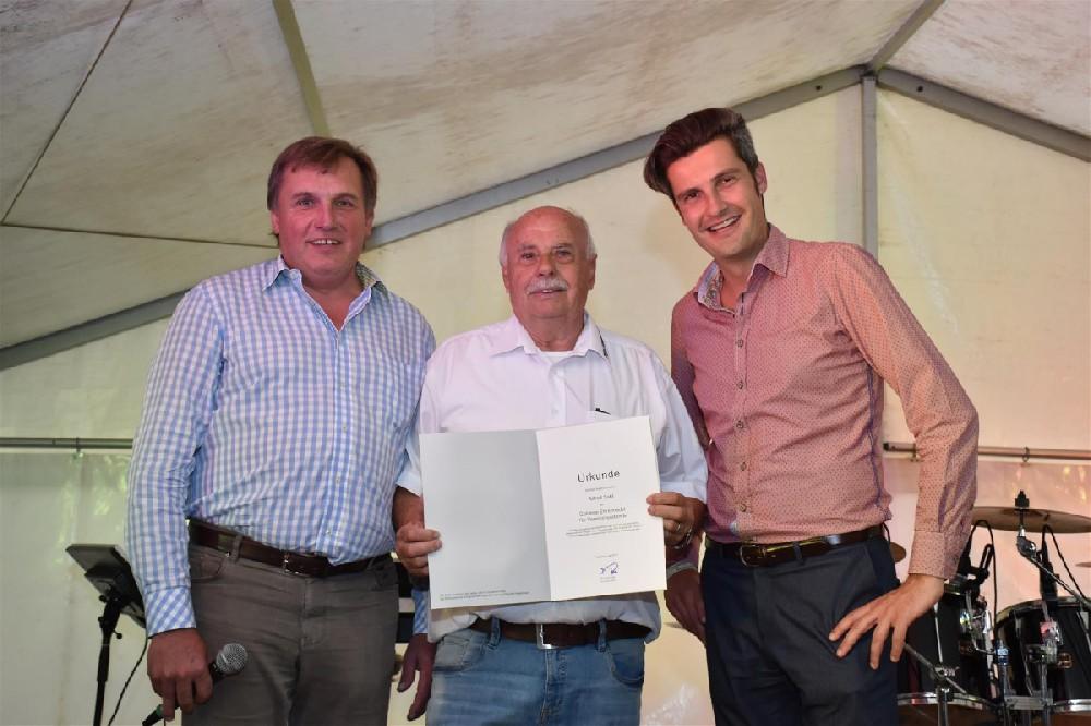 Goldene Ehrennadel für Alfred Sahl für 10 Jahre als Vereinsvorstand